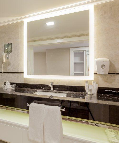 Celestino Lighted Mirror-2